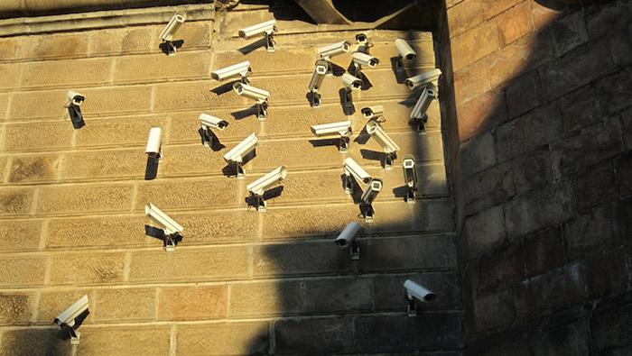 Posso installare telecamere finte?