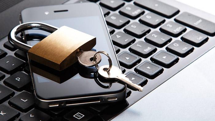 Privacy: per smartphone ed e-mail aziendali vietati i controlli indiscriminati